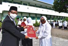 Photo of Sembilan Guru dan Pegawai MAN 4 Sleman Terima Satya Lencana