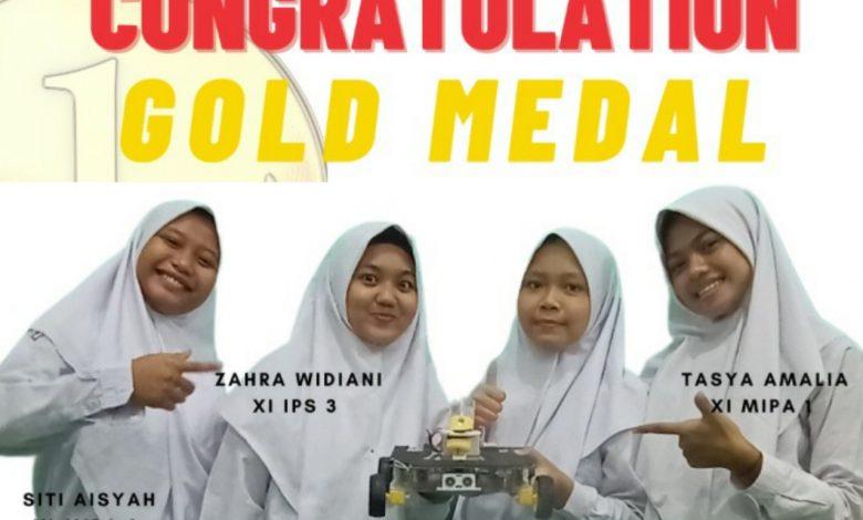 Photo of Disinfectant Robot Prototype Antarkan MAN 4 Sleman Raih Medali Emas Internasional